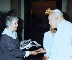 red. Maria Wilczek podczas wizyty u Ojca Świętego fot. Arturo Mari